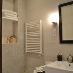 Loft jellegű lakás a Duna parton - minimál stílusú zuhanyozó kialakítás falfülkével | generálkivitelező: Bergmann Kft. belsőépítészeti tervek, lakberendezés: www.flatart.hu