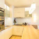 Minimál konyha, panellakás a város felett, belső átalakítás, kivitelezés | Bergmann Kft. Tervezés, lakberendező: Flat Art 2000 Lakásművészeti Stúdió