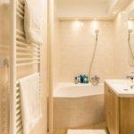 Panellakás a város felett - fürdőszoba, teljes átalakítás, díszítő gipszkarton álmennyezet | belsőépítészeti átalakítás, generálkivitelezés: Bergmann Kft.